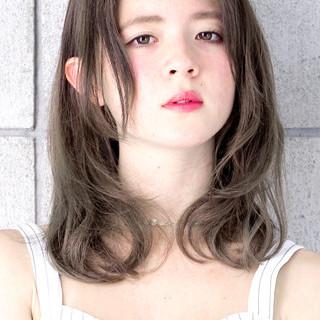 グラデーションカラー グレージュ ダブルカラー 外国人風 ヘアスタイルや髪型の写真・画像