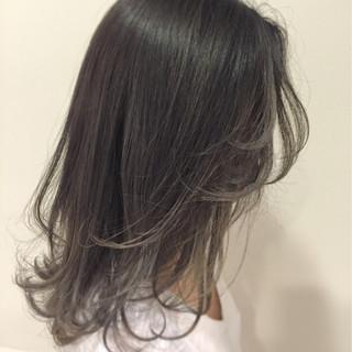 セミロング アッシュグレー アッシュ 外国人風 ヘアスタイルや髪型の写真・画像