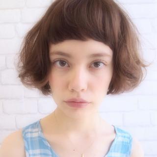 ショート くせ毛風 ダブルカラー 外国人風 ヘアスタイルや髪型の写真・画像