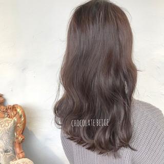 ミルクティーベージュ ブルーアッシュ セミロング ショコラブラウン ヘアスタイルや髪型の写真・画像