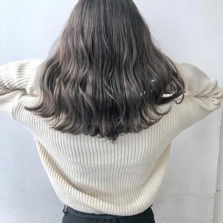 フェミニン グレージュ 切りっぱなしボブ ダブルカラー ヘアスタイルや髪型の写真・画像