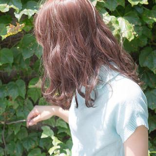 ミディアム ガーリー ピンク ピンクアッシュ ヘアスタイルや髪型の写真・画像