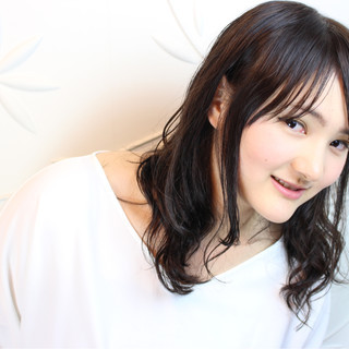 女子会 デート ミディアム ナチュラル ヘアスタイルや髪型の写真・画像