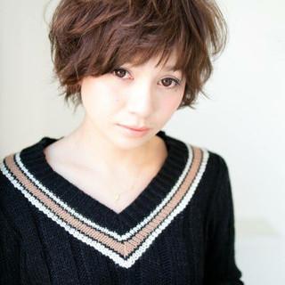 大人かわいい レイヤーカット 暗髪 アッシュ ヘアスタイルや髪型の写真・画像
