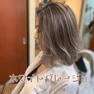結婚式 バレイヤージュ ミルクティーベージュ 簡単ヘアアレンジ ヘアスタイルや髪型の写真・画像