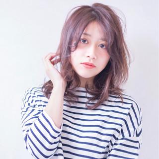 レイヤーカット ガーリー 春 フェミニン ヘアスタイルや髪型の写真・画像