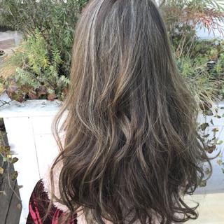 オリーブグレージュ ハイライト グレージュ 外国人風カラー ヘアスタイルや髪型の写真・画像
