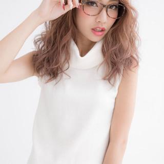 レイヤーカット レッド ガーリー 外国人風 ヘアスタイルや髪型の写真・画像