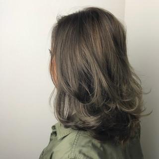 上品 グレージュ 外国人風カラー アッシュ ヘアスタイルや髪型の写真・画像