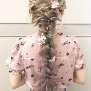 ヘアアレンジ フェミニン 結婚式 ハイトーン ヘアスタイルや髪型の写真・画像