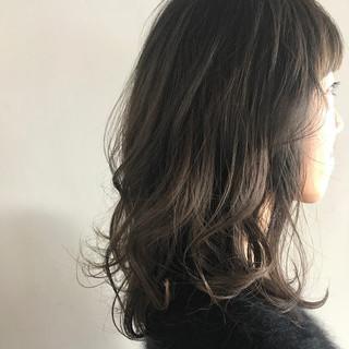 ニュアンス ミルクティー 小顔 こなれ感 ヘアスタイルや髪型の写真・画像
