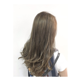 オフィス アッシュベージュ アンニュイ ロング ヘアスタイルや髪型の写真・画像