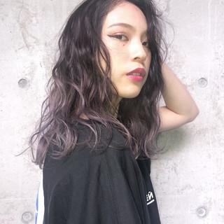 ストリート 外国人風カラー セミロング ラベンダー ヘアスタイルや髪型の写真・画像