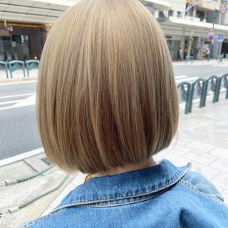 ミディアム ブリーチ ブリーチカラー アッシュベージュ ヘアスタイルや髪型の写真・画像