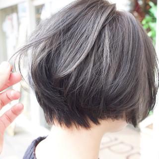 外国人風カラー アッシュグレージュ ボブ ナチュラル ヘアスタイルや髪型の写真・画像