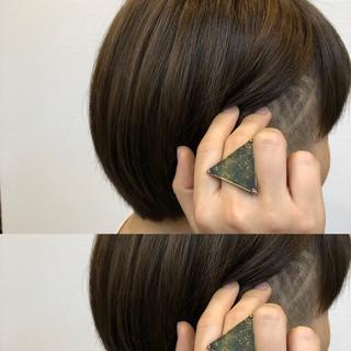 ハイライト ラインアート ショート アディクシーカラー ヘアスタイルや髪型の写真・画像 ヘアスタイルや髪型の写真・画像