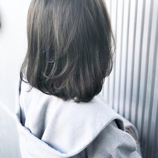アンニュイほつれヘア 透明感 アッシュ ミディアム ヘアスタイルや髪型の写真・画像