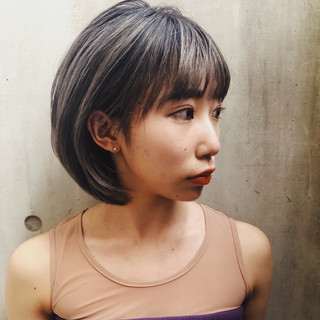 モード ホワイトグレージュ ミニボブ グレージュ ヘアスタイルや髪型の写真・画像