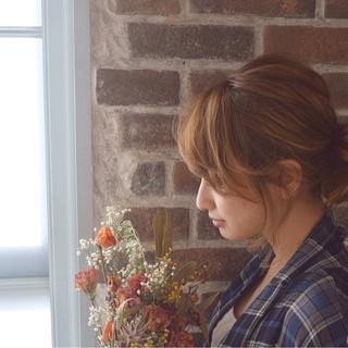 大人かわいい シニヨン ミルクティー ミディアム ヘアスタイルや髪型の写真・画像 ヘアスタイルや髪型の写真・画像