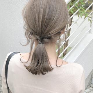 ナチュラル アッシュ ミルクティーベージュ ミディアム ヘアスタイルや髪型の写真・画像