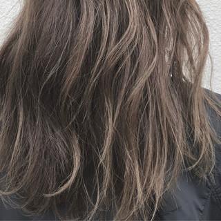 ナチュラル ロング 透明感 アッシュ ヘアスタイルや髪型の写真・画像 ヘアスタイルや髪型の写真・画像