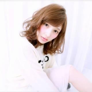 愛され 大人かわいい フェミニン ミディアム ヘアスタイルや髪型の写真・画像 ヘアスタイルや髪型の写真・画像