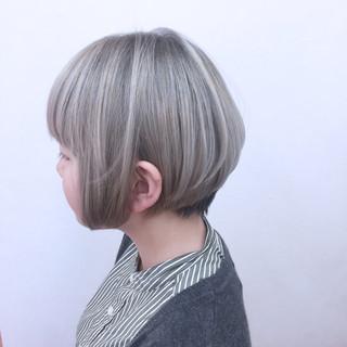 グラデーションカラー 内巻き グレージュ ストレート ヘアスタイルや髪型の写真・画像