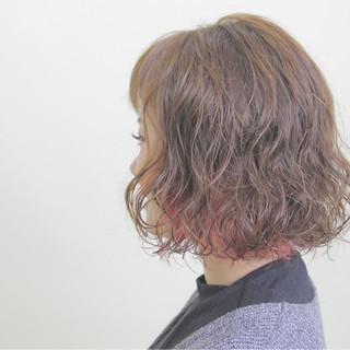 ボブ インナーカラー 秋 ナチュラル ヘアスタイルや髪型の写真・画像