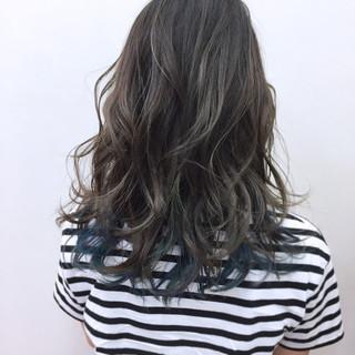 インナーカラー リラックス グレージュ 秋 ヘアスタイルや髪型の写真・画像