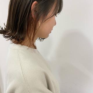 切りっぱなしボブ ロブ ブルーブラック ナチュラル ヘアスタイルや髪型の写真・画像