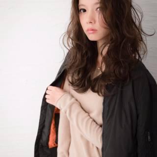 セミロング フェミニン イルミナカラー ストリート ヘアスタイルや髪型の写真・画像