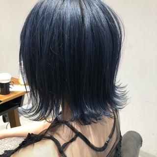 ネイビーブルー ダブルカラー 切りっぱなしボブ モード ヘアスタイルや髪型の写真・画像
