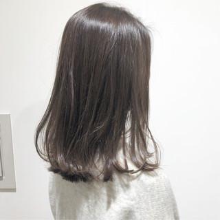 ミディアムヘアー アンニュイほつれヘア グレージュ ミルクティーグレージュ ヘアスタイルや髪型の写真・画像