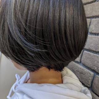 ブルージュ アッシュグレージュ ボブ 前下がり ヘアスタイルや髪型の写真・画像