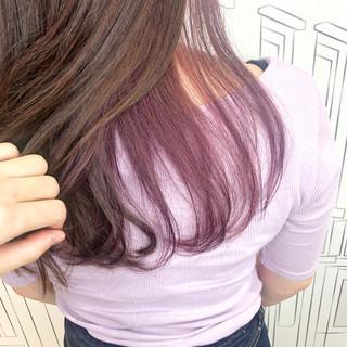 イルミナカラー ミディアム インナーカラー フェミニン ヘアスタイルや髪型の写真・画像
