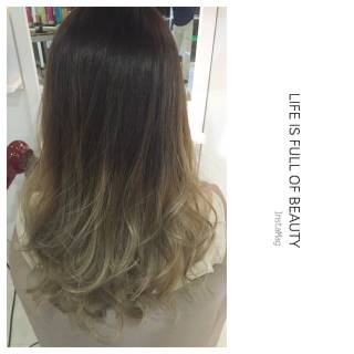 ロング 暗髪 ウェーブ ストリート ヘアスタイルや髪型の写真・画像