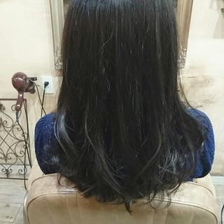 大人かわいい ハイライト アッシュグレー アッシュ ヘアスタイルや髪型の写真・画像