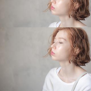 ベージュ 切りっぱなしボブ パーマ 無造作パーマ ヘアスタイルや髪型の写真・画像