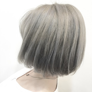 ナチュラル グレージュ ブリーチ シルバー ヘアスタイルや髪型の写真・画像 ヘアスタイルや髪型の写真・画像