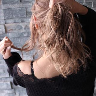 ミルクティーベージュ セミロング かっこいい 外国人風カラー ヘアスタイルや髪型の写真・画像