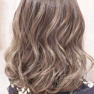 ハイライト 外国人風カラー グラデーションカラー ガーリー ヘアスタイルや髪型の写真・画像