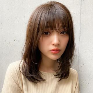 レイヤーカット 透明感カラー 大人かわいい ミディアム ヘアスタイルや髪型の写真・画像