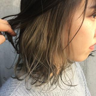 インナーカラー ミルクティーベージュ ヌーディベージュ ミディアム ヘアスタイルや髪型の写真・画像