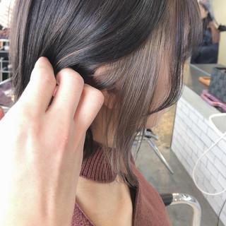 インナーカラー グレージュ モード 切りっぱなしボブ ヘアスタイルや髪型の写真・画像