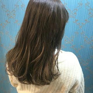 ゆるふわ セミロング フェミニン ベージュ ヘアスタイルや髪型の写真・画像