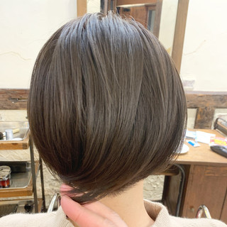 小顔ショート ナチュラル 透明感カラー アッシュグレージュ ヘアスタイルや髪型の写真・画像