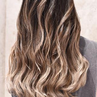 バレイヤージュ グラデーションカラー ガーリー ハイライト ヘアスタイルや髪型の写真・画像