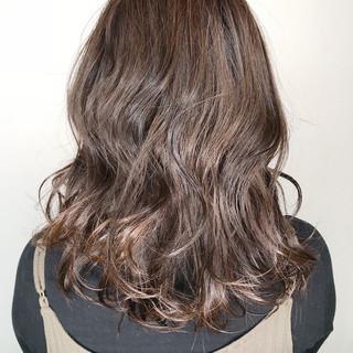 ハイライト ミディアム アッシュ 外国人風 ヘアスタイルや髪型の写真・画像