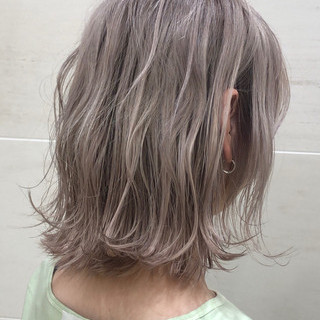 ミルクティーベージュ インナーカラー 切りっぱなしボブ ミルクティーグレージュ ヘアスタイルや髪型の写真・画像