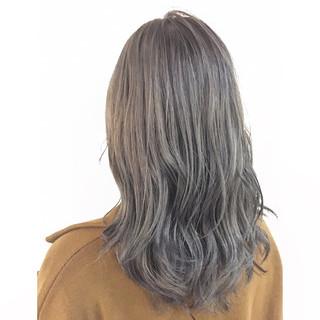 ロング ストリート ブリーチ グレージュ ヘアスタイルや髪型の写真・画像